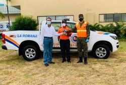 Presidencia de la República entrega camioneta a la Dirección Provincial de la Defensa Civil en La Romana