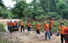 Defensa Civil asiste a familias incomunicadas por lluvias en...