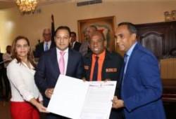 Ayuntamiento de Santiago reconoce a Francisco Arias como Hijo Distinguido