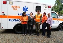 Defensa Civil entrega ambulancia a la Dirección Provincial en Monseñor Nouel
