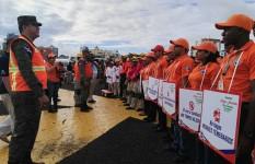 Director Ejecutivo felicita a personal de la Defensa Civil por el...