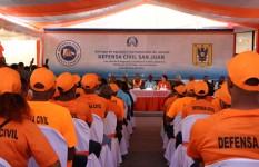 Defensa Civil entrega equipos, herramientas de rescate y remoza...