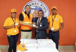 Defensa Civil recibe carnets del SeNaSa para voluntarios
